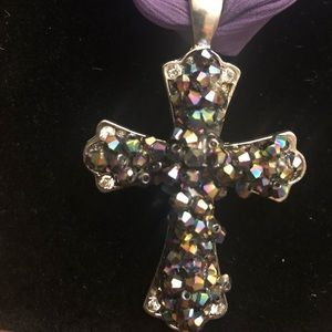 Jewelry - Gorgeous purple cross cluster necklace!💜💜